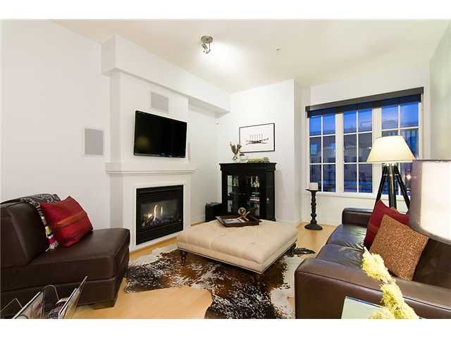 """Photo 2: Photos: 2618 QUEBEC Street in Vancouver: Mount Pleasant VE Townhouse for sale in """"MAISON"""" (Vancouver East)  : MLS®# V978938"""