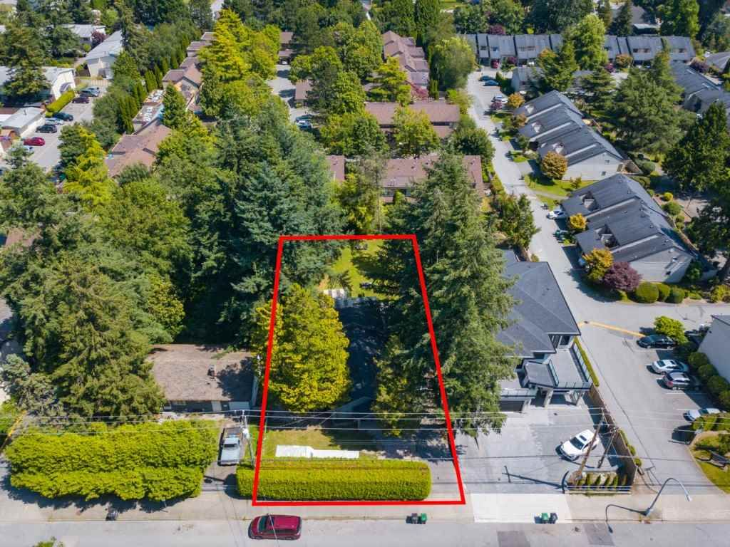 Main Photo: 9316 122 Street in Surrey: Queen Mary Park Surrey House for sale : MLS®# R2475045