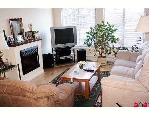 """Photo 7: Photos: 15380 102A Ave in Surrey: Guildford Condo for sale in """"Charlton Park"""" (North Surrey)  : MLS®# F2622859"""