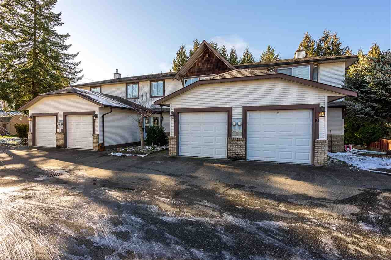 """Main Photo: 9 9539 208 Street in Langley: Walnut Grove Townhouse for sale in """"COUNTRY BROOK"""" : MLS®# R2339556"""