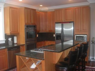 Photo 4: 1676 Chandler Ave in VICTORIA: Vi Fairfield East House for sale (Victoria)  : MLS®# 501950