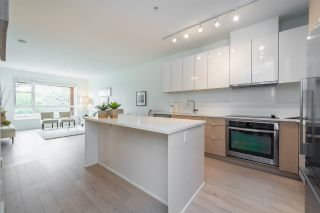 """Photo 2: 105 1621 HAMILTON Avenue in North Vancouver: Mosquito Creek Condo for sale in """"Heywood on the Park"""" : MLS®# R2393282"""