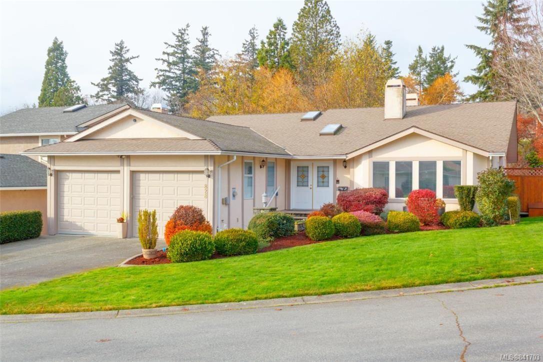 Main Photo: 828 Royal Wood Pl in Saanich: SE Broadmead House for sale (Saanich East)  : MLS®# 841703