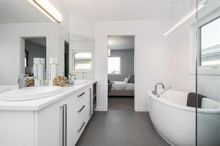 Photo 3: 30 Creemans Crescent in Winnipeg: Charleswood Residential for sale (1H)  : MLS®# 202124485