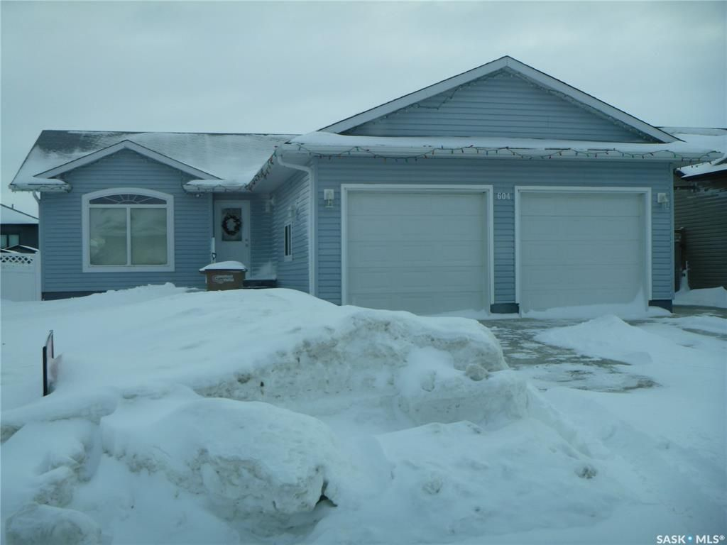Main Photo: 604 Forester Crescent in Tisdale: Residential for sale : MLS®# SK839147