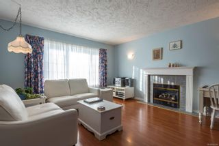 Photo 2: 711 Moralee Dr in : CV Comox (Town of) House for sale (Comox Valley)  : MLS®# 854493