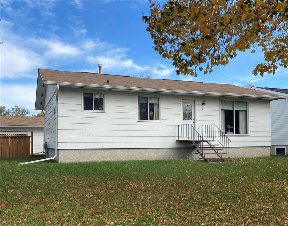 Main Photo: 3 Westwood Crescent in Altona: House for sale : MLS®# 202124143