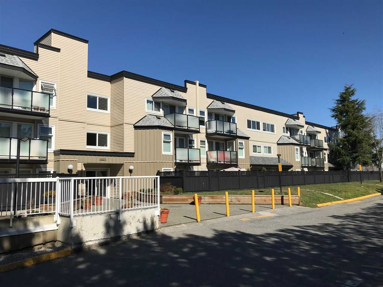 """Main Photo: 309 1850 E SOUTHMERE Crescent in Surrey: Sunnyside Park Surrey Condo for sale in """"Southmere Place"""" (South Surrey White Rock)  : MLS®# R2531604"""