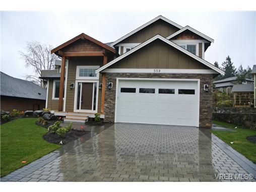 Main Photo: 559 Bezanton Way in victoria: Co Latoria House for sale (Colwood)