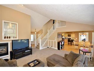 Photo 2: VICTORIA REAL ESTATE = HIGH QUADRA HOME For Sale Sold With Ann Watley