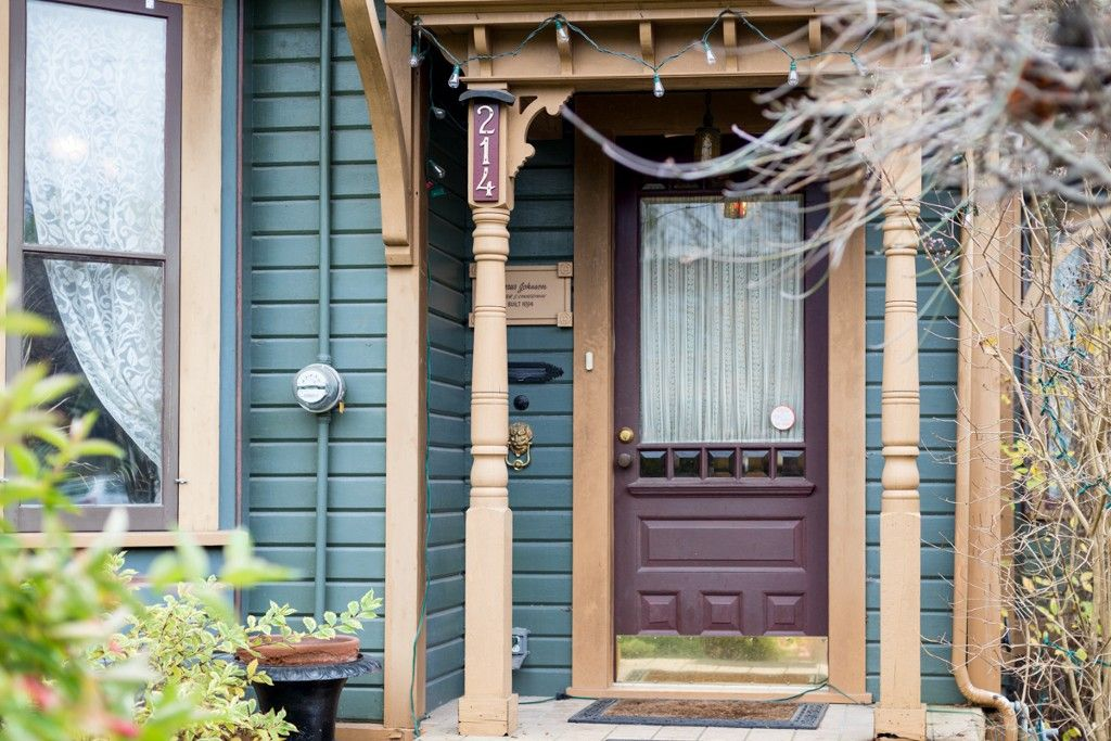 """Photo 82: Photos: 214 FOURTH Avenue in New Westminster: Queens Park House for sale in """"QUEENS PARK"""" : MLS®# R2136258"""