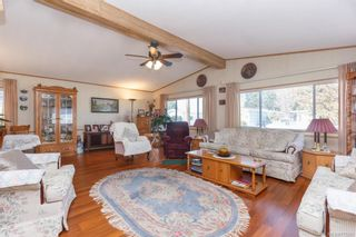 Photo 3: 5 1536 Middle Rd in View Royal: VR Glentana Manufactured Home for sale : MLS®# 775203