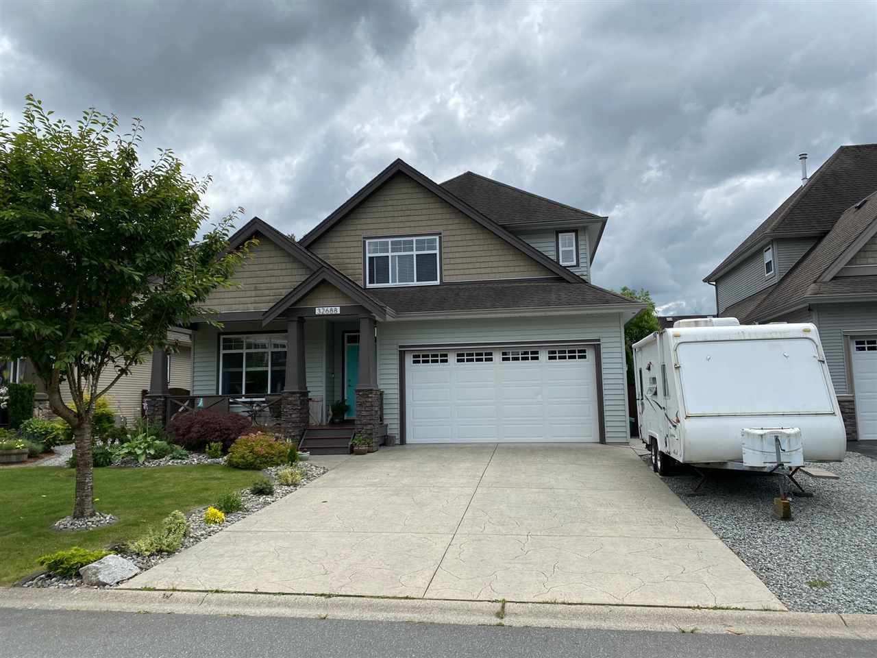 """Main Photo: 32688 APPLEBY Court in Mission: Mission BC House for sale in """"Tunbridge Station"""" : MLS®# R2474600"""