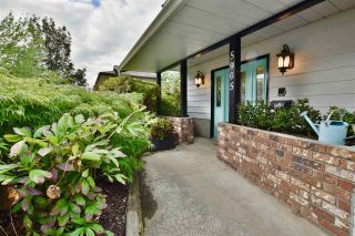 Photo 3: 5905 183A Street in Surrey: Cloverdale BC House for sale (Cloverdale)  : MLS®# R2404391
