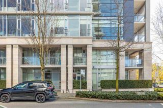 "Photo 2: 186 ATHLETES Way in Vancouver: False Creek Condo for sale in ""VILLAGE ON FALSE CREEK - BRIDGE"" (Vancouver West)  : MLS®# R2575530"