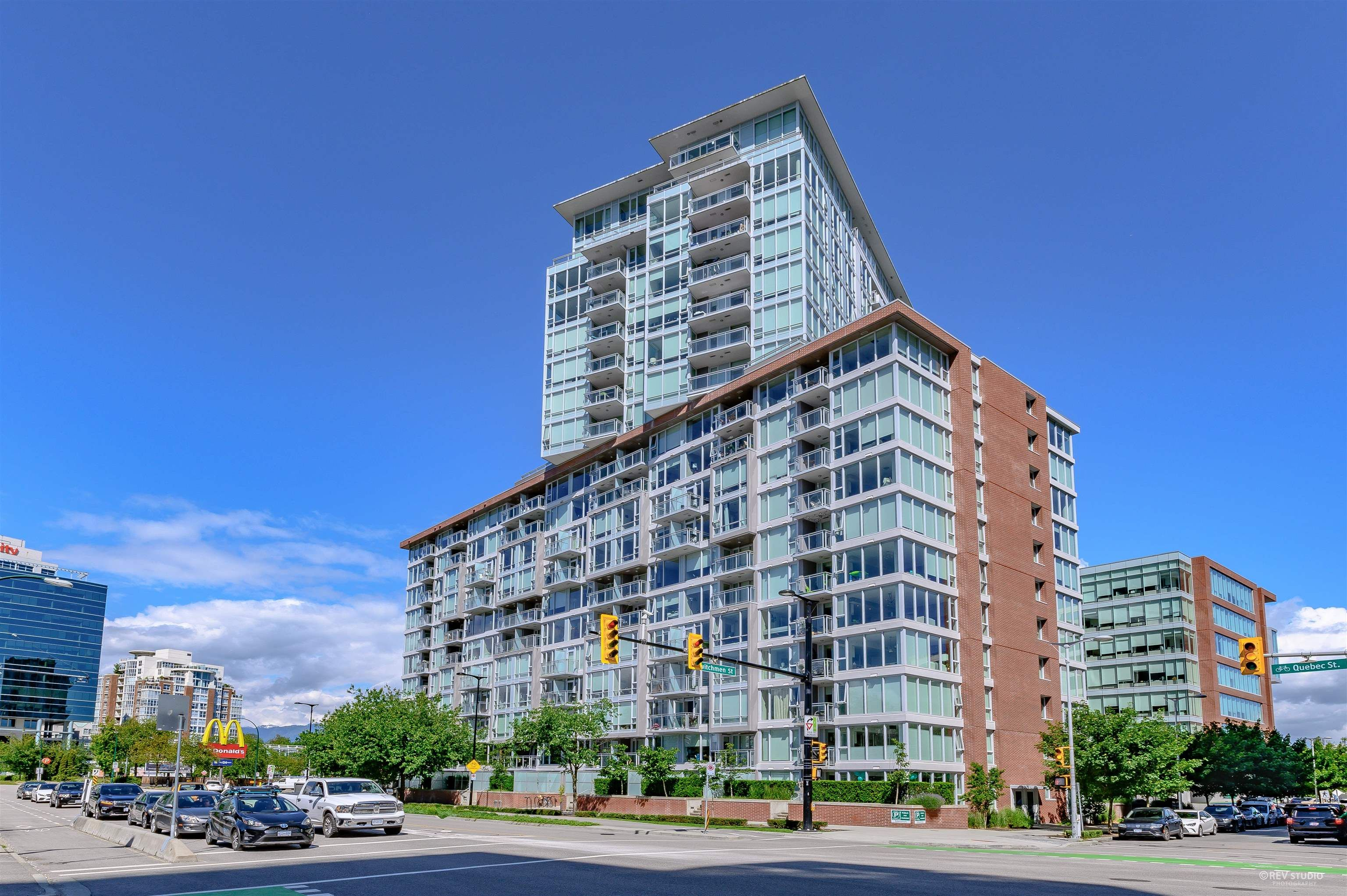 Main Photo: 1808 1618 QUEBEC Street in Vancouver: Mount Pleasant VE Condo for sale (Vancouver East)  : MLS®# R2622988