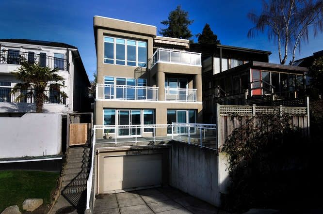 Main Photo: 15118 ROYAL Avenue: White Rock House for sale (South Surrey White Rock)  : MLS®# R2033445