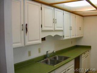 Photo 5: 301 2930 cook St in VICTORIA: Vi Mayfair Condo for sale (Victoria)  : MLS®# 490921