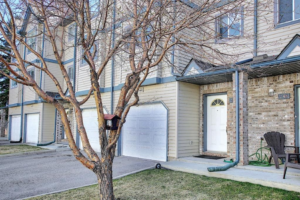 Main Photo: 246 Anderson Grove SW in Calgary: Cedarbrae Row/Townhouse for sale : MLS®# A1100307