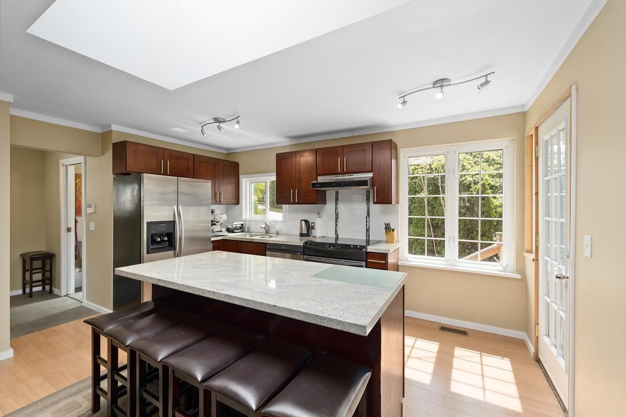 Main Photo: 1847 BRUNETTE Avenue in Coquitlam: Cape Horn House for sale : MLS®# R2574782