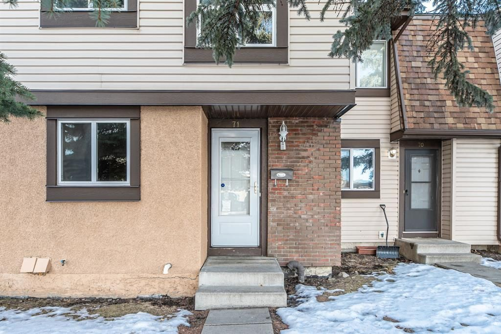 Main Photo: 71 2727 Rundleson Road NE in Calgary: Rundle Row/Townhouse for sale : MLS®# A1060324