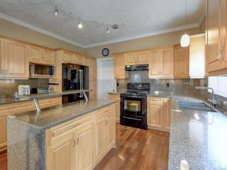 Photo 7: 2288 Selwyn Rd in Langford: La Thetis Heights House for sale : MLS®# 886611