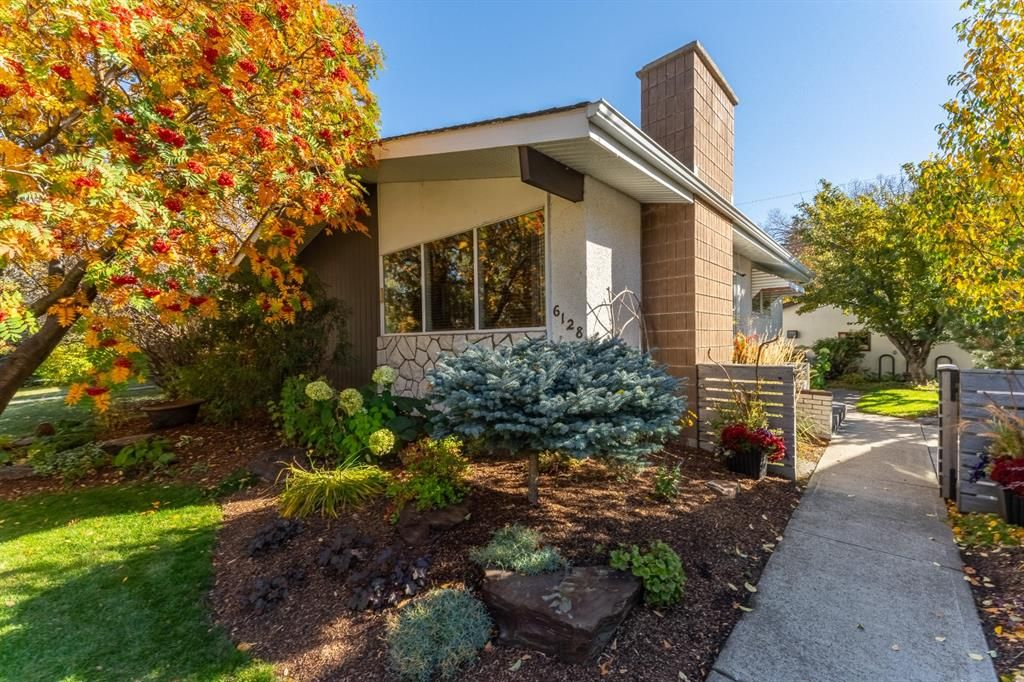 Exceptional bungalow in sought after Lakeview