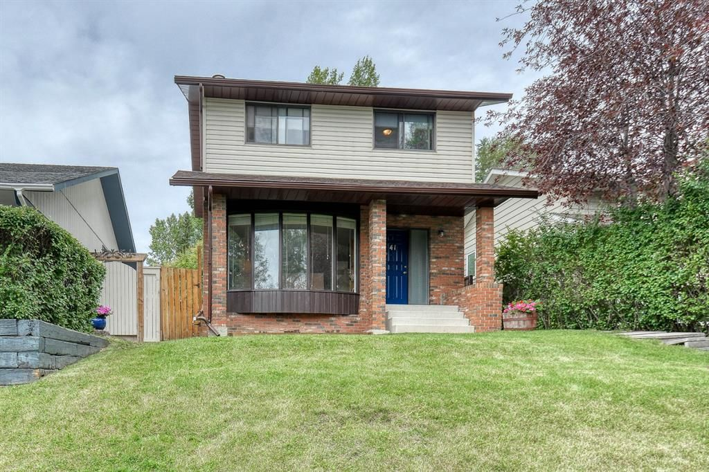 Main Photo: 41 Edgeford Road NW in Calgary: Edgemont Detached for sale : MLS®# A1025189