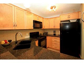 Photo 3: 161 76 GLAMIS Green SW in CALGARY: Glamorgan Stacked Townhouse for sale (Calgary)  : MLS®# C3572473