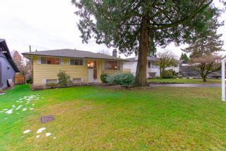 "Photo 2: 972 GARROW Drive in Port Moody: Glenayre House for sale in ""Glenayre"" : MLS®# R2430500"