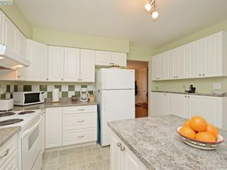 Photo 6: 947 Dunn Ave in VICTORIA: SE Quadra Full Duplex for sale (Saanich East)  : MLS®# 781222