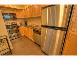 """Photo 5: 5 877 W 7TH Avenue in Vancouver: Fairview VW Townhouse for sale in """"EMERALD COURT"""" (Vancouver West)  : MLS®# v818670"""