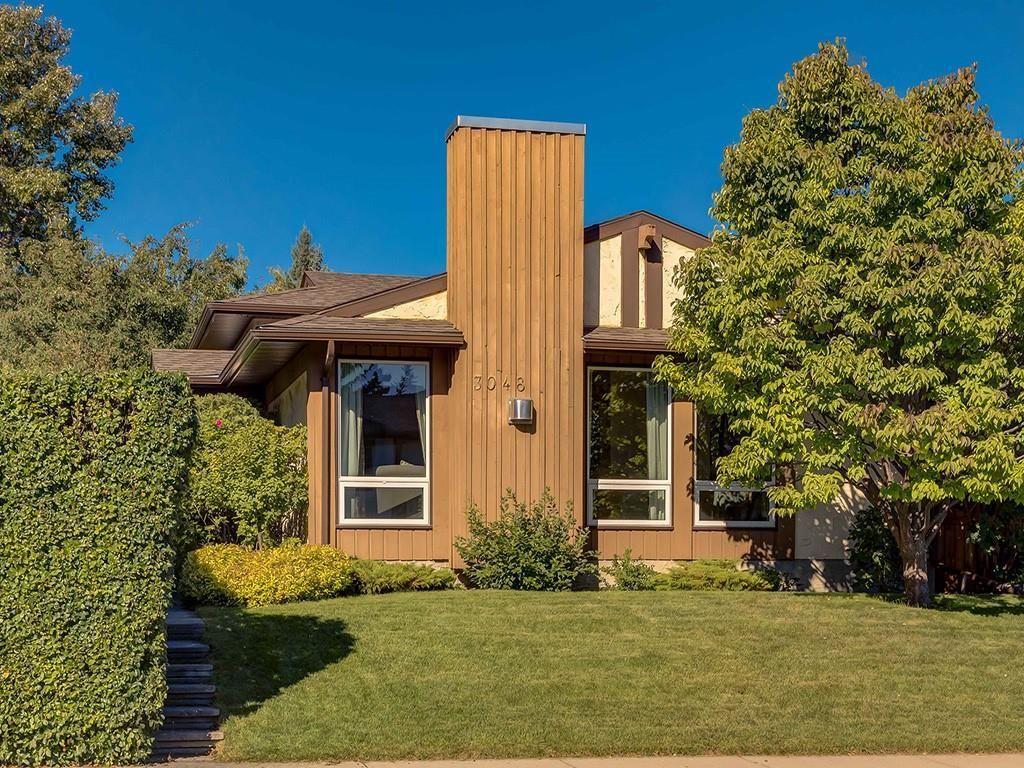 Main Photo: 3048 CEDAR RIDGE Drive SW in Calgary: Cedarbrae Detached for sale : MLS®# C4265970