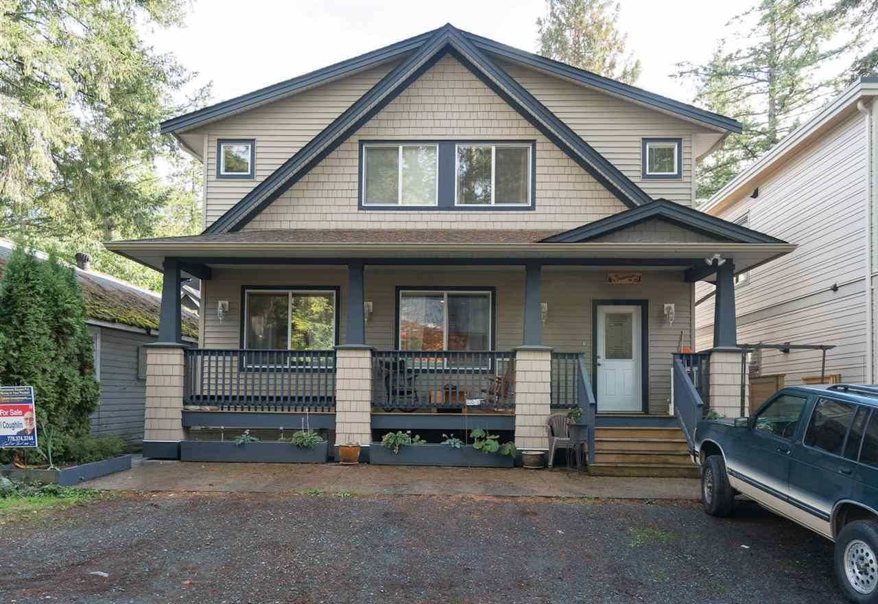 "Main Photo: 324 SPRUCE Street: Cultus Lake House for sale in ""CULTUS LAKE MUNICIPAL PARK"" : MLS®# R2213053"