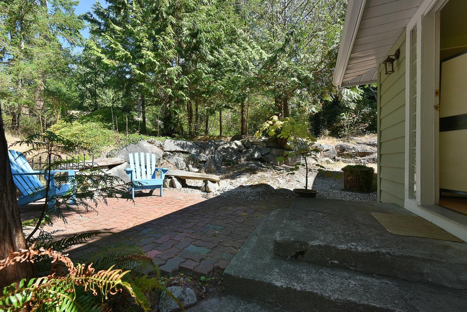 Main Photo: 1142 ROBERTS CREEK Road: Roberts Creek House for sale (Sunshine Coast)  : MLS®# R2612861