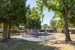 "Photo 14: 144 27456 32 Avenue in Langley: Aldergrove Langley Townhouse for sale in ""Cedar Park Estates"" : MLS®# R2102439"