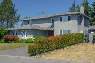 Photo 31: 682 Peto Crt in : SW Glanford House for sale (Saanich West)  : MLS®# 883176