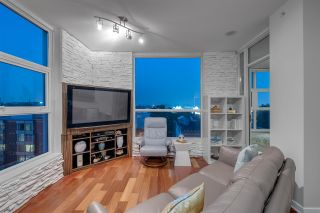Photo 4: 902 189 NATIONAL AVENUE in Vancouver: Downtown VE Condo for sale (Vancouver East)  : MLS®# R2560325