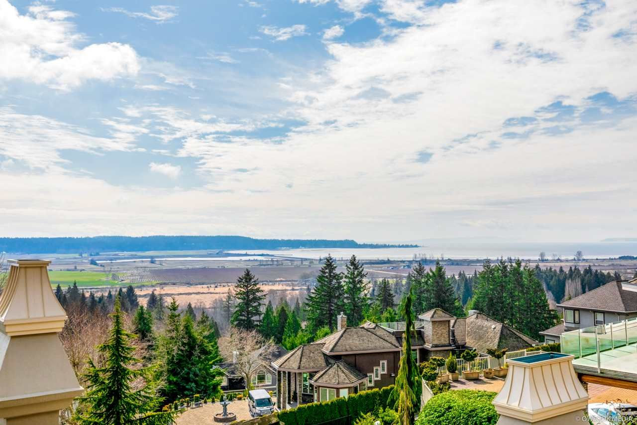 Main Photo: 13427 55A Avenue in Surrey: Panorama Ridge House for sale : MLS®# R2600141