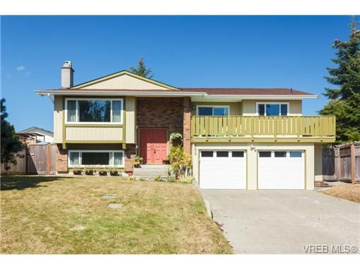 Main Photo: 600 Ridgegrove Ave in VICTORIA: SW Northridge House for sale (Saanich West)  : MLS®# 740825