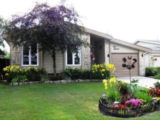 Photo 1: 111 Woodchester Bay in WINNIPEG: Charleswood Residential for sale (South Winnipeg)  : MLS®# 1519935