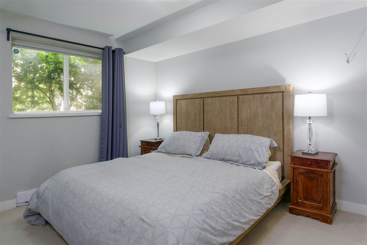 """Photo 11: Photos: 401 E 16TH Avenue in Vancouver: Mount Pleasant VE Condo for sale in """"Sixteen East"""" (Vancouver East)  : MLS®# R2494870"""