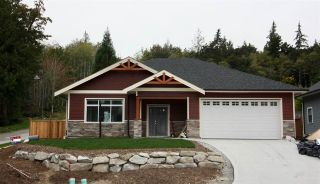 """Photo 1: 6065 ROSEWOOD Place in Sechelt: Sechelt District House for sale in """"THE WOODLANDS"""" (Sunshine Coast)  : MLS®# R2452597"""