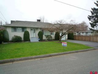 Photo 1: 46542 Pine Avenue in Chilliwack: House for sale : MLS®# H1101747