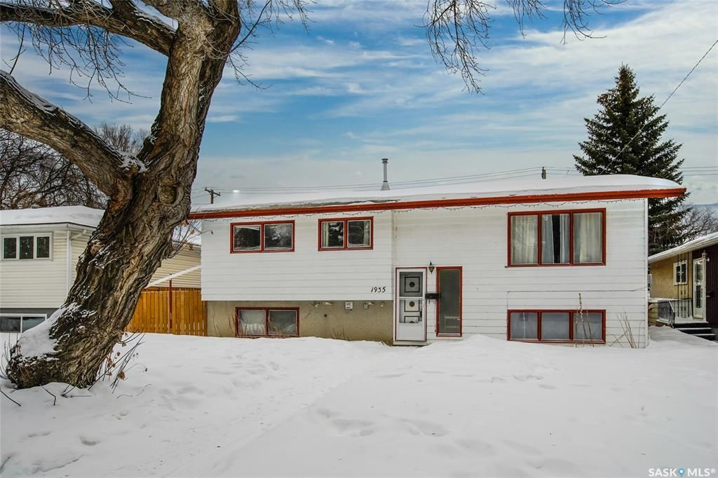Main Photo: 1935 St Charles Avenue in Saskatoon: Exhibition Residential for sale : MLS®# SK838207