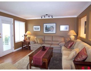 Photo 2: 21270 88A Avenue in Langley: Walnut Grove House for sale : MLS®# F2831294