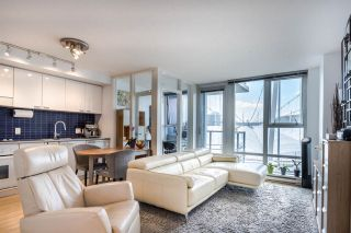 """Photo 7: 1902 111 W GEORGIA Street in Vancouver: Downtown VW Condo for sale in """"Spectrum 1"""" (Vancouver West)  : MLS®# R2467192"""