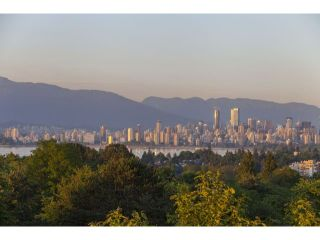 "Photo 10: 4216 W 8TH Avenue in Vancouver: Point Grey House for sale in ""POINT GREY"" (Vancouver West)  : MLS®# V1125944"