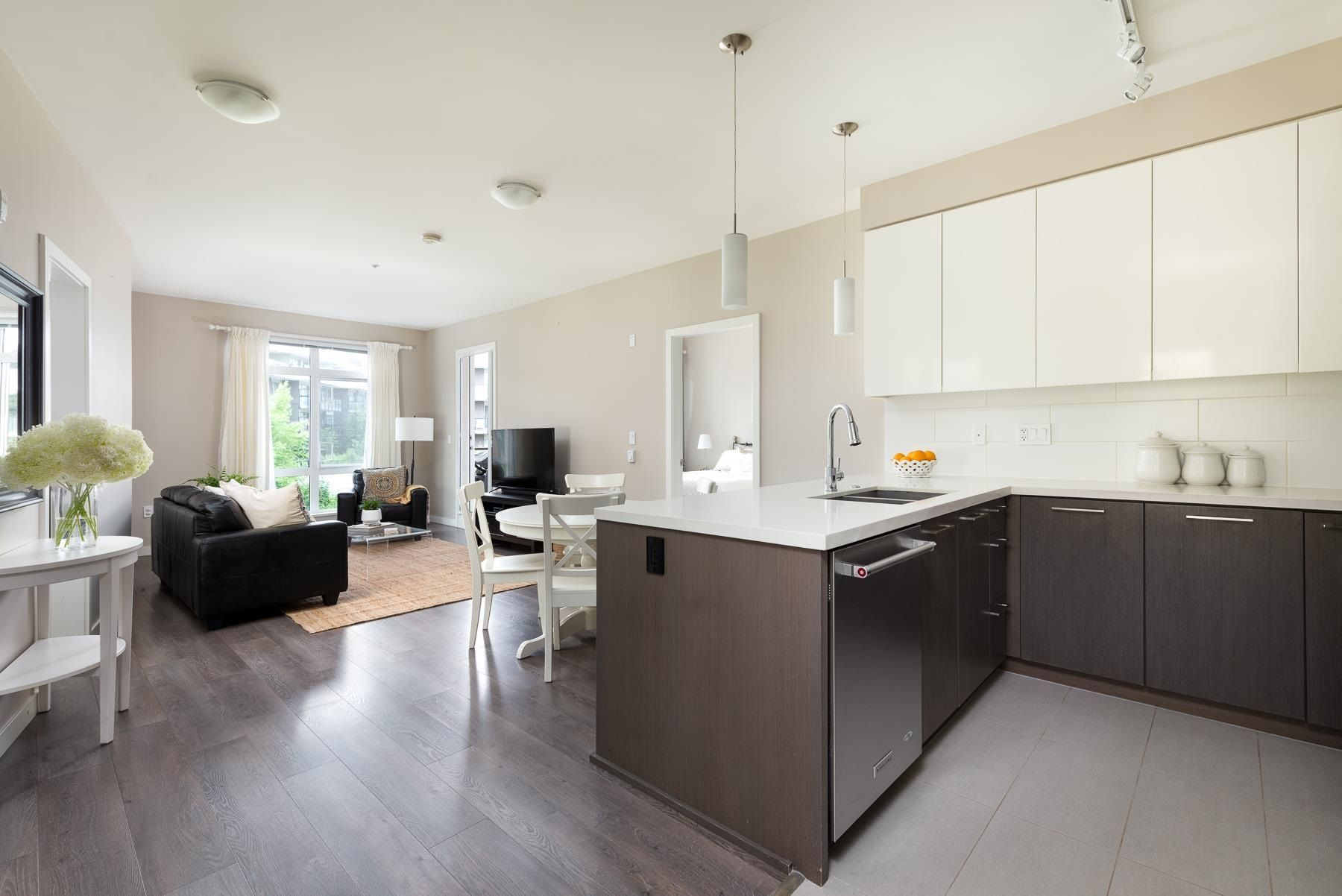 """Main Photo: 319 22 E ROYAL Avenue in New Westminster: Fraserview NW Condo for sale in """"THE LOOKOUT"""" : MLS®# R2601402"""