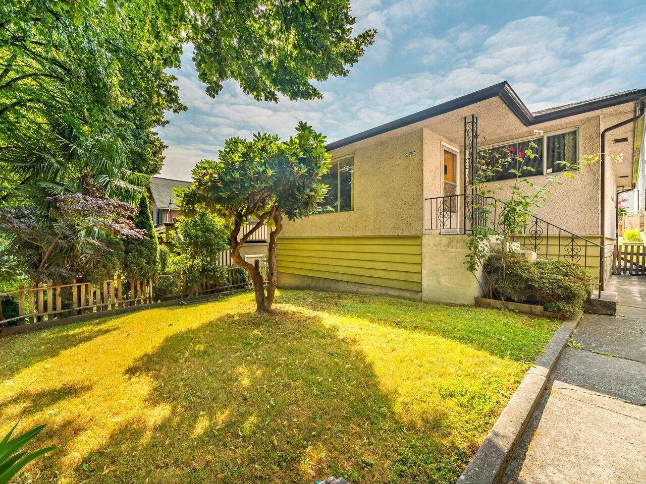 Main Photo: 950 E 17TH AVENUE in Vancouver: Fraser VE House for sale (Vancouver East)  : MLS®# R2601203
